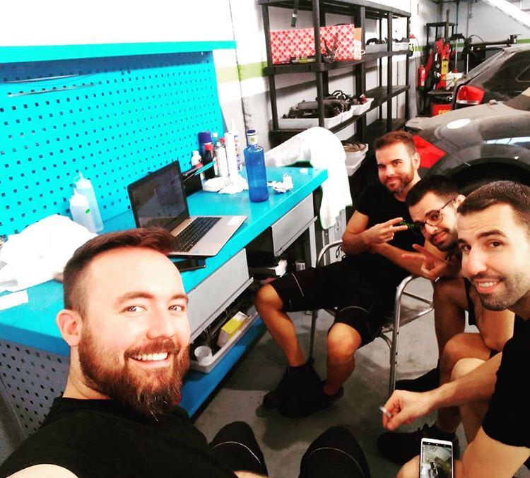El equipo durante una formación online en directo